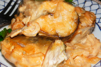 Эта скумбрия, запеченная в горчичном соусе, буквально тает во рту. Готовится очень легко!