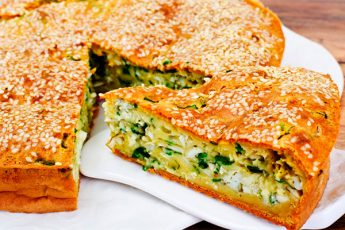 Пирог с яйцами и зеленым луком