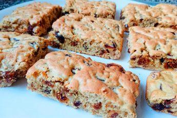 Вкусное и полезное печенье, которое готовится за 5 минут с орехами, изюмом и другими сухофруктами