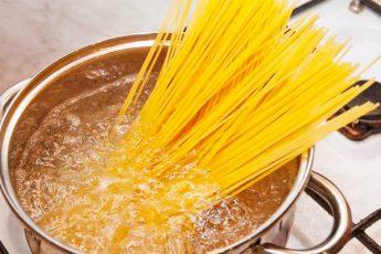 7 грубых ошибок, которые допускаются при варке макарон из-за неопытности