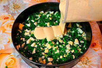 Ленивый пирог с яйцом и зеленым луком вместо пирожков на кефире и сметане
