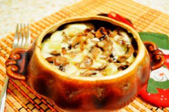 Вкуснейшая гречка, запеченная в горшочке с грибами под сырной корочкой