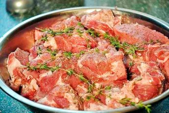 Мясо по-французски: ароматное, очень нежное, тающее во рту!