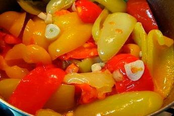 Быстрый маринованный перец половинками: Изумительно, попробуйте