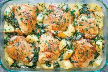 Вкуснейшая курица с картофелем, запеченная в болгарском соусе. Оригинальный и очень интересный рецепт!