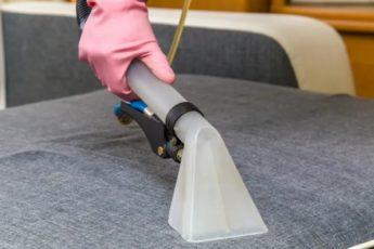 Как правильно почистить мягкую мебель в домашних условиях