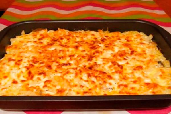 Рецепт моей свекрови: запеканка из тертого картофеля с сыром и чесноком